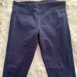 navy blue cropped fitted under armour leggings